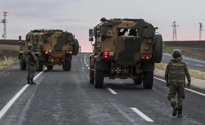 Askeri araca roketli saldırı: 3 asker, 1 korucu yaralı