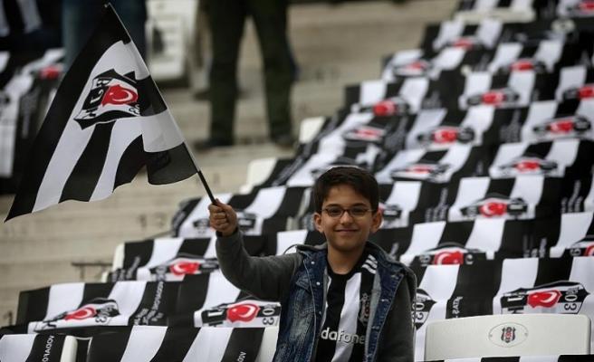 Beşiktaşlılar adını Vodafone Arena'daki̇ koltuğuna yazdırabilecek