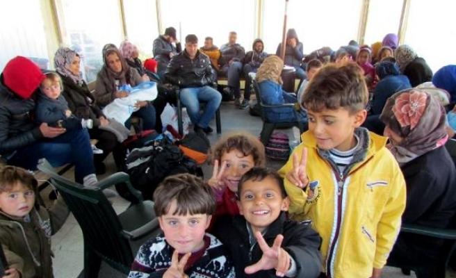 Çeşme açıklarındaki kaçak botunda 68 Suriyeli yakalandı