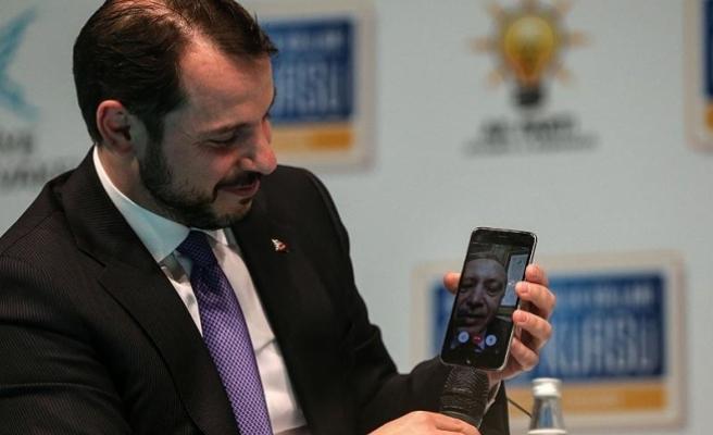 Cumhurbaşkanı Erdoğan 'facetime' üzerinden gençlere seslendi