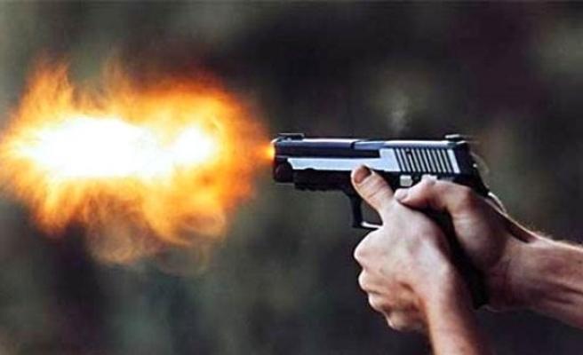 Tartıştığı babasını tabancayla vurdu