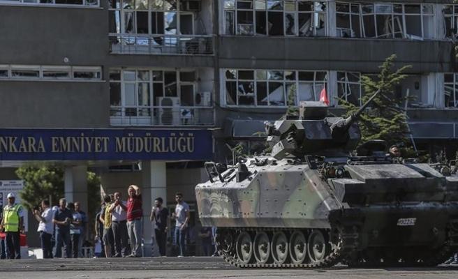'Elinde Türk bayrağı olan yaşlı teyzeye ateş etti'