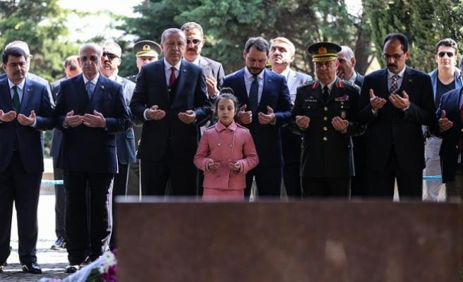 Erdoğan'dan Özal, Menderes ve Erbakan'ın kabirlerine ziyaret