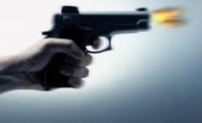 Mersin'de polis aracına saldırı: 2 yaralı