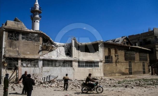 Esed rejimi Dera ve Şam'ı bombalıyor