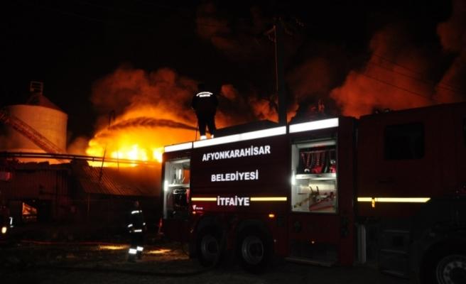 Afyonkarahisar'da yağ fabrikasında yangın