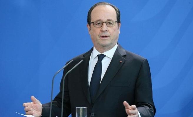 """Fransa'nın eski Cumhurbaşkanı Hollande'den """"Müslümanlarla teröristleri bir tutmayalım"""" mesajı"""