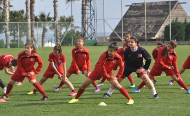 İşitme Engelliler Kadın Futbol Milli Takımı Antalya'da