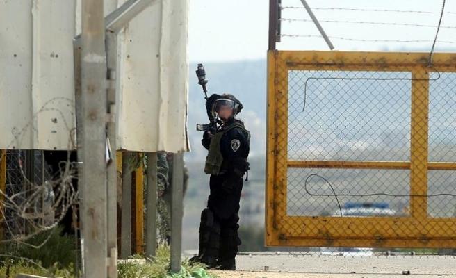 İsrail askerleri Filistinli tutuklular polis köpekleriyle taciz ediyor