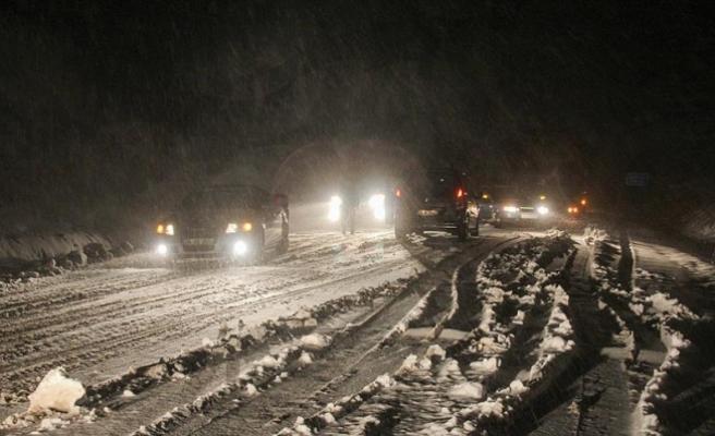 Kütahya'da kar yağışı etkili oluyor