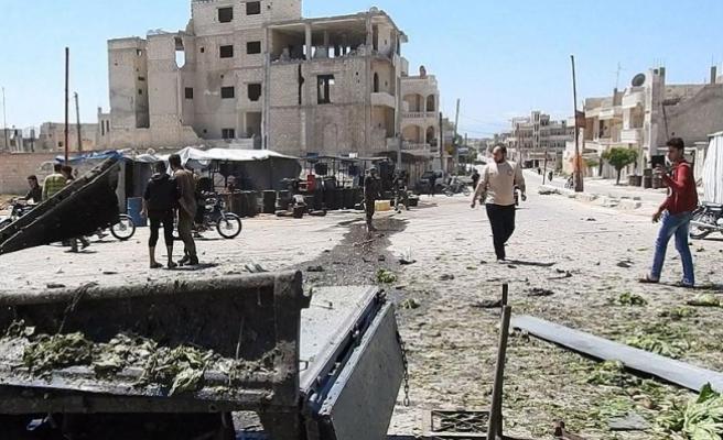 Suriye'de Han Şeyhun'a hava saldırısında iki çocuk öldü