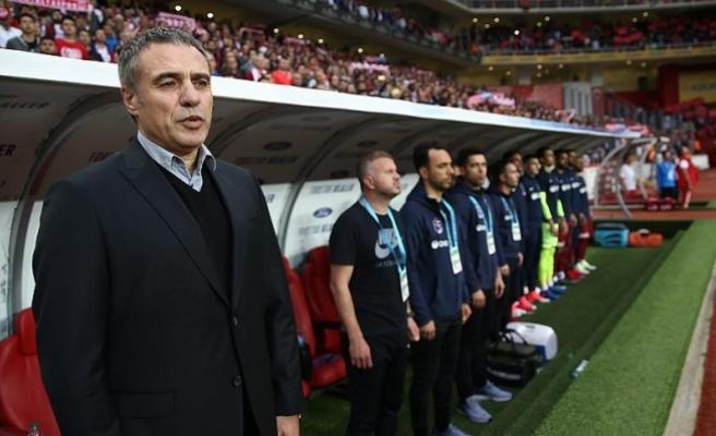 Trabzonspor Teknik Direktörü Yanal: Çok önemli bir galibiyet aldık