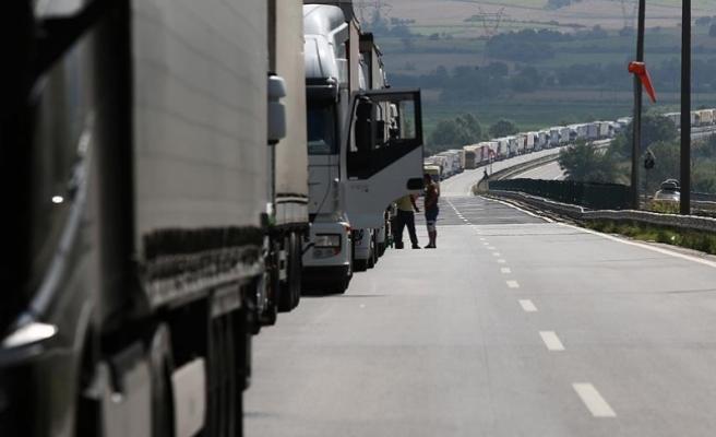 'Türk tırlarından geçiş ücreti alınamaz'