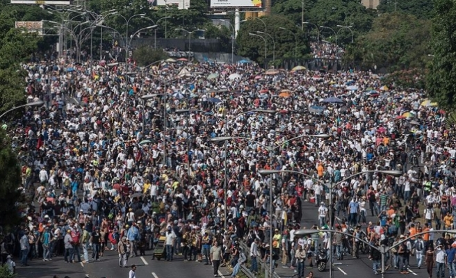 "Venezuela'da muhalefet liderine ""pasaport"" engeli"