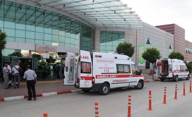 Yolcu otobüsü ile kamyonet çarpıştı: 19 yaralı