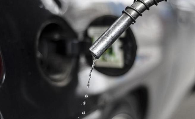 Benzinin litresine bu geceyarısı 8-10 kuruş zam geliyor