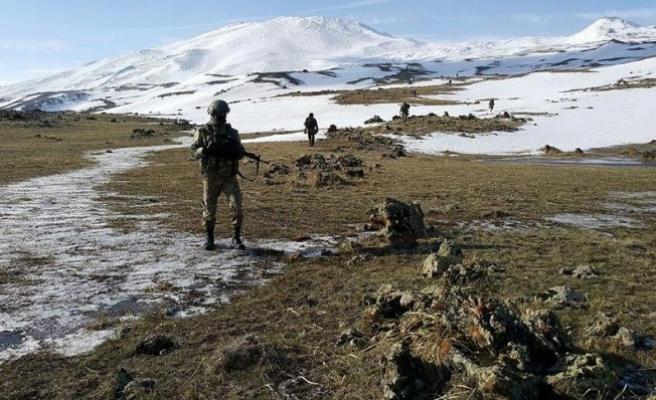 Erzurum ile Ardahan arasındaki kırsalda bir terörist etkisiz hale getirildi