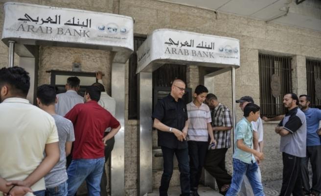 Gazze'deki memurların maaşlarından kesinti yapıldı