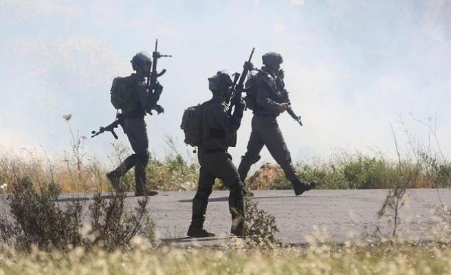 İsrail 22 Filistinliyi gözaltına aldı