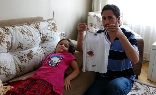 Canı sıkıldı, 2 çocuğu sırtından vurdu