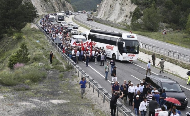 CHP'nin yürüyüşünde kalp krizi geçiren partili yaşamını yitirdi