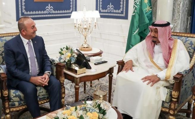 Dışişleri Bakanı Çavuşoğlu Suudi Arabistan'da Kral Selman'la görüştü
