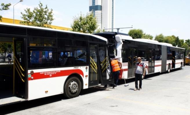 İzmir'de belediye otobüsleri kaza yaptı: 11 yaralı