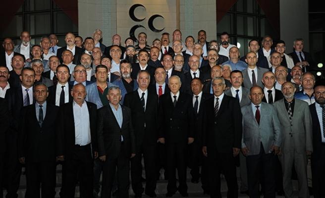 MHP Lideri Bahçeli iftarda Taş Medreseli ülkücüler ile bir araya geldi