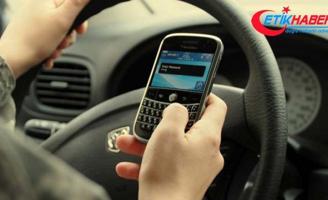 Türkiye'de iki kişiden biri araç kullanırken telefonla konuşuyor