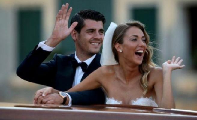 Ünlü Futbolcu Morata, İmza Vasıtasıyla Tanıştığı Kız Arkadaşıyla Evlendi