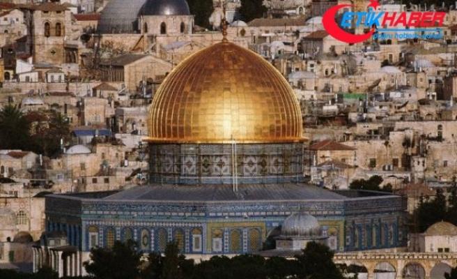 Yüz binlerce Filistinli Mescid-i Aksa'ya alınmadı