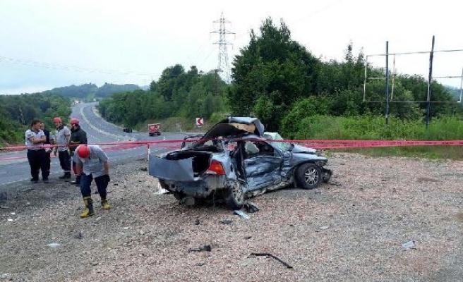 Zonguldak'ta otomobil ile askeri araç çarpıştı: 1 ölü, 2 yaralı