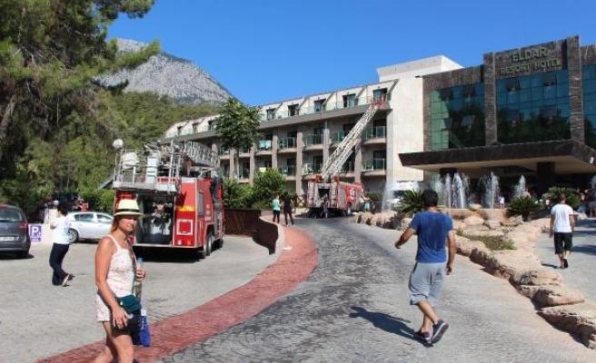 4 yıldızlı otelde yangın çıktı, 13 kişi dumandan etkilendi