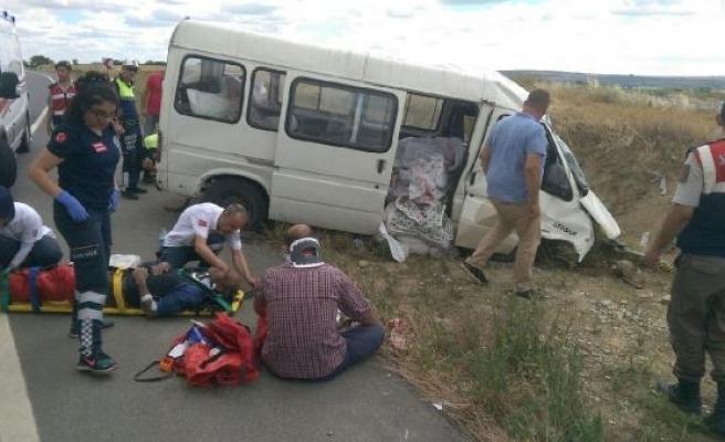 Edirne'de tarım işçilerini taşıyan minibüs takla attı: 7 yaralı