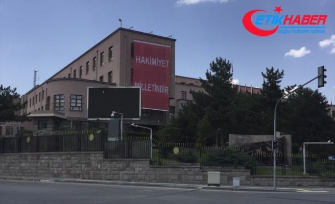 """Genelkurmay binasına """"Hakimiyet milletindir"""" yazılı dev pankart asıldı"""