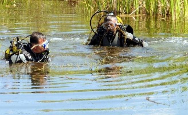 Gölette kaybolan çocuğu arama çalışmaları sürüyor