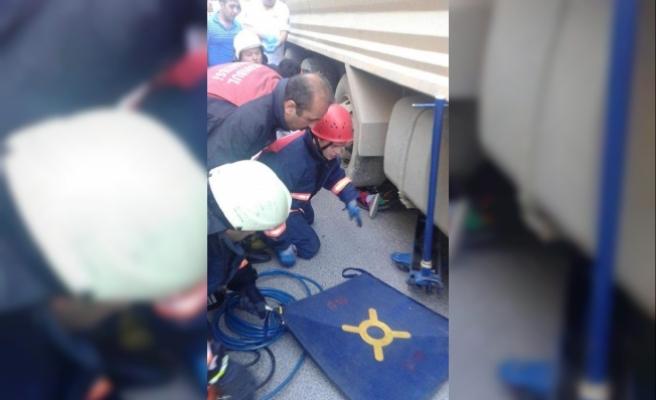 Hafriyat kamyonlarının kazası bitmiyor; Bisikletli çocuk tekerin altında kaldı