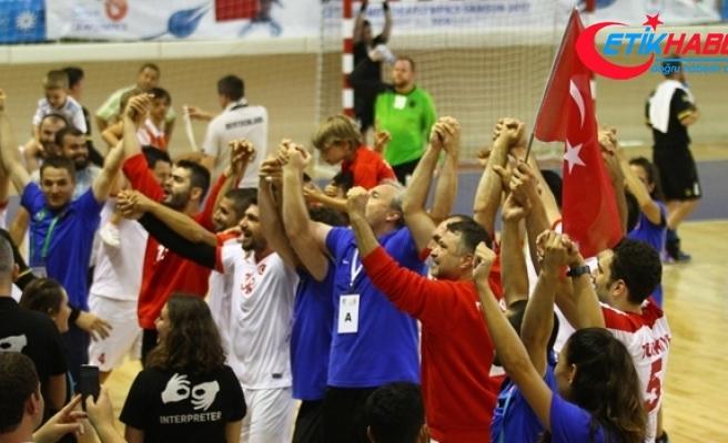 İşitme engelliler hentbolda şampiyonluk sevinci