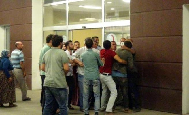 Kavgada yaralanan 2 kişinin yakınları da hastanede kavga etti