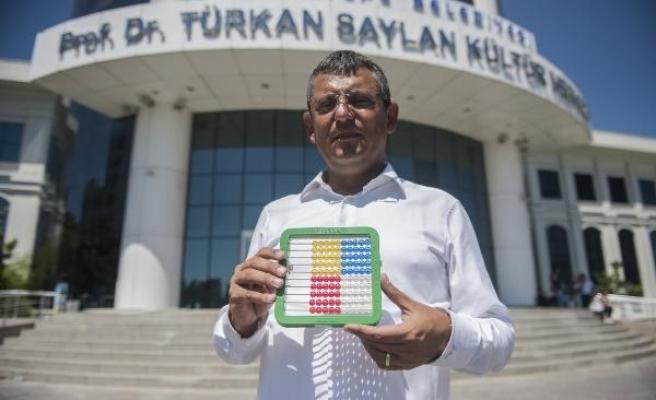 "CHP'li Özgür Özel'den Vali Şahin'e ""170 bin"" tepkisi"
