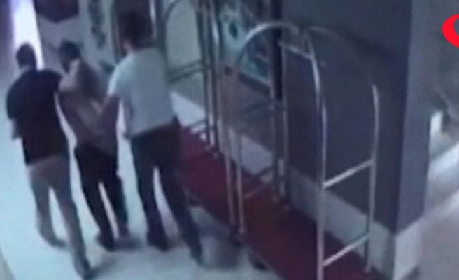 Polisle aynı otelde tatil yapınca yakalandılar