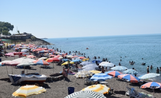 Sıcak hava, deniz, havuz ve parklara akın ettirdi