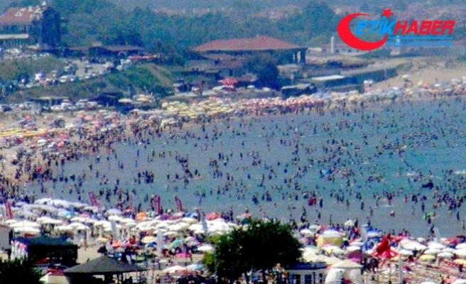 Sıcaktan bunalanlar İstanbullular oraya akın etti!..İlçeye 24 saat içerisinde bir milyon araç giriş yaptı