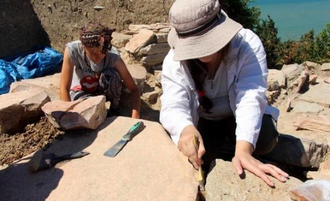 Teion Antik Kenti'ndeki kazılara ABD'li öğrenciler de katıldı