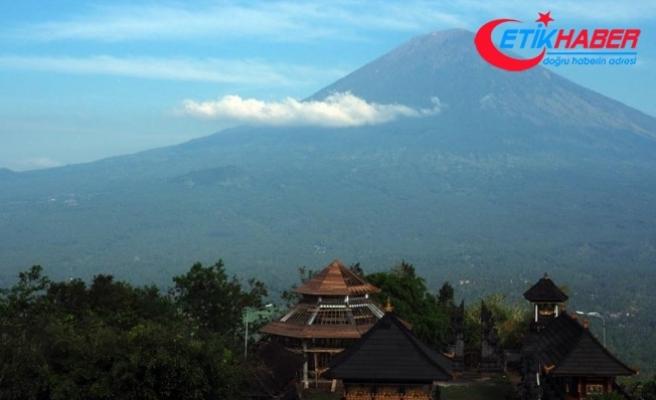 Agung Yanardağı'nın faaliyete geçtiği Bali Adası'ndan 100 bin kişi tahliye edildi