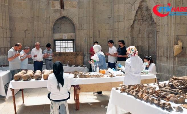 Alaeddin Camisi'ndeki kemikler, üç Selçuklu sultanı ve bir bebeğe ait