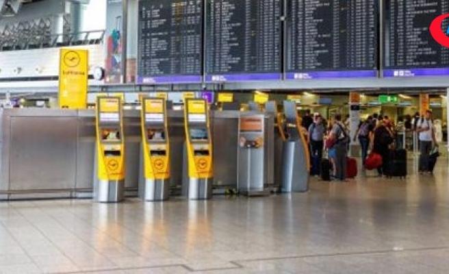 """""""Almanya'da havalimanında gaz saldırısı"""" paniği"""