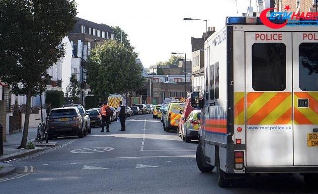 Londra'da panik! Araç yayalara çarptı...
