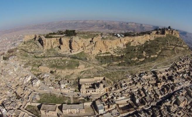 Sivillere kapalı Mardin Kalesi'nde arkeolojik kazı yeniden başladı
