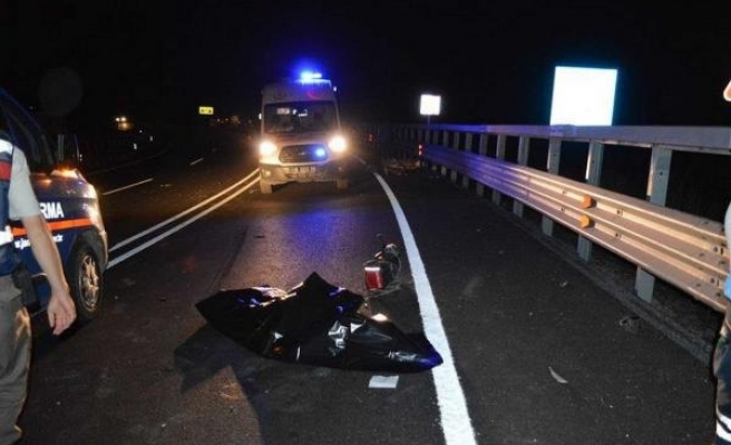 TIR'ın çarptığı motosiklettekilerin üzerinden kamyonet geçti: 2 ölü
